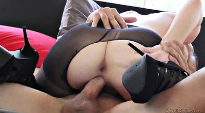 Pantyhose blowjob, Licking pussy