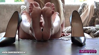 Lick foot, Feet worship