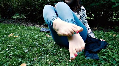 Toes, Outdoors