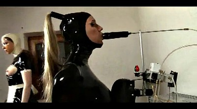 Latex bdsm, Trained