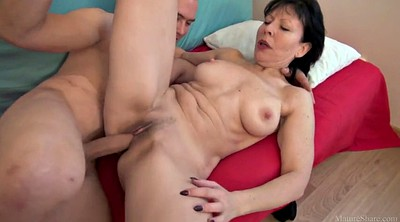 Young mom, Mom seduces