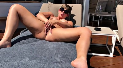 Milf solo, Holiday