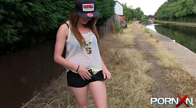 Piss, Samantha, Public pissing