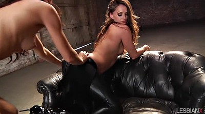 Tori black, Clothes