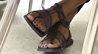 Toes, Candid