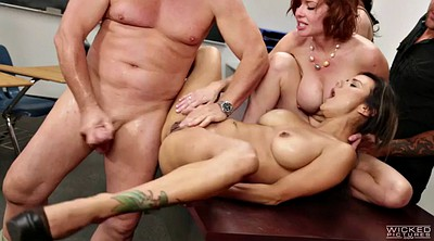 Veronica avluv, Veronica, Under