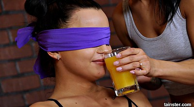 Pee, Blindfolded