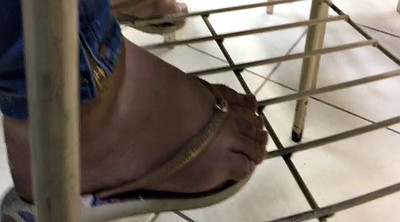 Caught, Foot sole, Flat