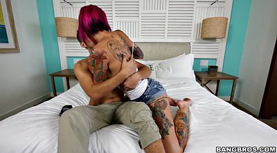 Tattooing, Anna, Kissing