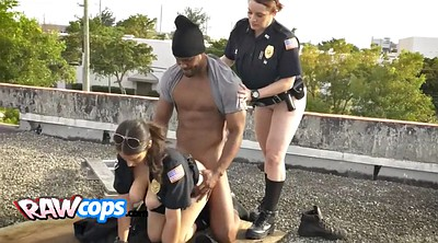 Milf black, Cops