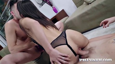 Throated, Carolina abril