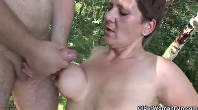 Granny mature, Granny outdoor