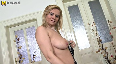 Cougar, Hot mom, Amateur mom