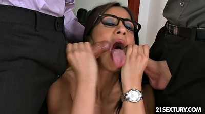Julia, Office sex