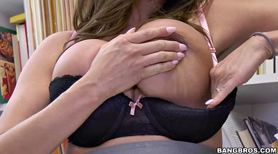 Ariella ferrera, Seduce, Boobs show