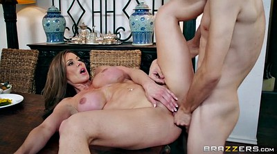 Kendra lust, Kendra, Table