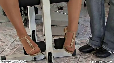 Pissing, Threesome feet