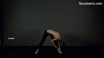 Nude, Flexible yoga
