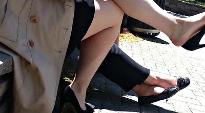 Candid feet, Shoeplay, Candid