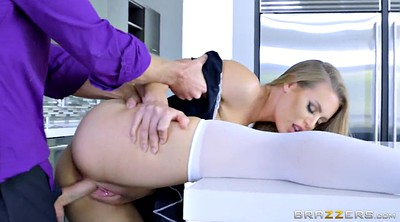 Maid, Nicole aniston, Standing
