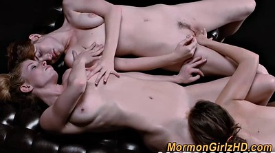 Eating pussy, Teens threesome