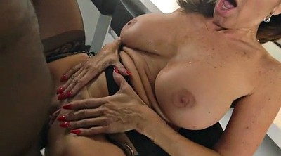 Tara holiday, Holiday, Latina bbc