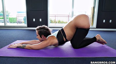 Yoga, Solo ass tease