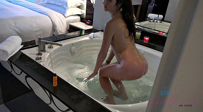 Solo babe, Shower solo, Hot tub