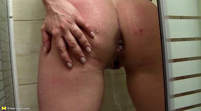 Pissing, Mom and, Granny pussy, Amateur mature