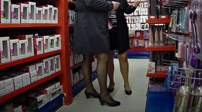 Milf foot, Shopping