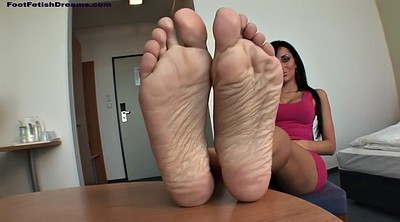 Veronica, Foot massage