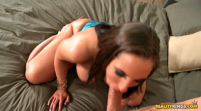 Kelly divine, Out