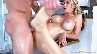Alexis fawx, Cleaning