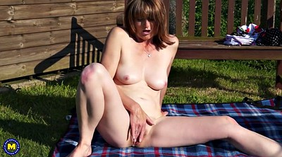 Outdoor, Mature outdoor, Feeding