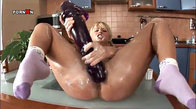 Blonde dildo, Fisted