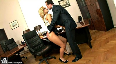 Hot office, Secretary