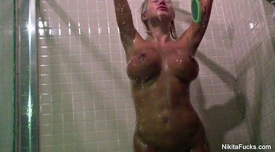 Blond masturbation, Shower voyeur