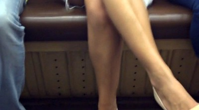 Upskirt, In train