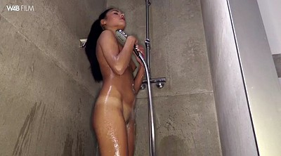 Close up, Apolonia, Shower solo